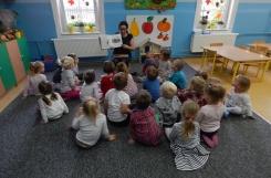 2018-10-10 - Wszystkie grupy - Urodziny książkowego misia - wizyta pani bibliotekarki