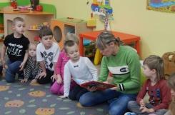 2018-11-30 - Biedronki - Mama Mikołaja czyta bajkę