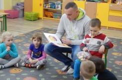 2019-01-23 - Biedronki - Tata Dominika czyta bajkę