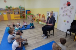 2020-09-25 - Biedronki - Mama Gustawa czyta bajkę